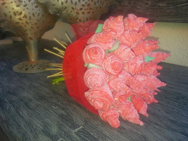 ramo de rosas de lenguas pica pica