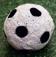 http://translate.google.es/translate?hl=es&sl=en&tl=es&u=http%3A%2F%2Fwww.blog.oomanoot.com%2Fcrochet-soccer-ball-tutorial%2F%3Futm_source%3Ddirectory%26utm_medium%3Dravelry%26utm_campaign%3Dcrochet-soccer-ball-tutorial