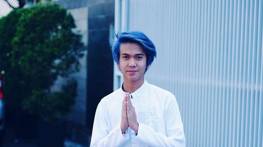 Gaya Rambut Pria Warna Biru 8