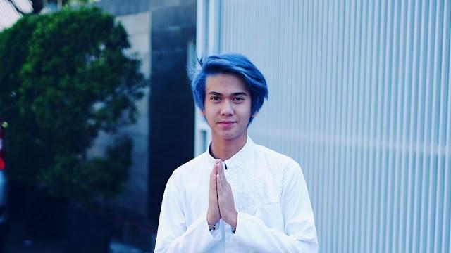 model Warna Rambut Pria Biru yang sedang trend sekarang