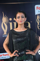 Akshara Haasan in Shining Gown at IIFA Utsavam Awards 2017  Day 2 at  13.JPG