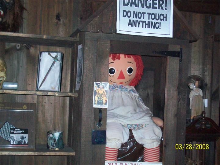 A História Real de Annabelle, A Boneca Assombrada de Invocação do Mal [FATOS REAIS] A verdadeira história de Annabelle, A Boneca Assombrada