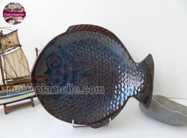 Nice Stoneware Fish Shaped Wall Plate Caribbean in Blue with Copper Accents