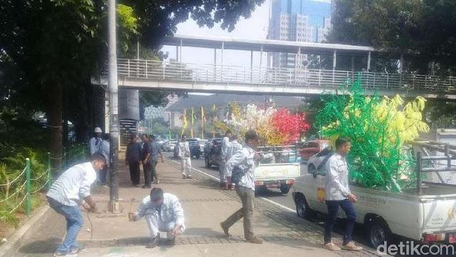 Anggaran Pohon Plastik di Trotoar Jakarta 8,1 Milyar? Ini Tanggapan Dinas Perindustrian dan Energi.....