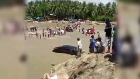 Inilah Video Mobil Avanza Terjang Banjir Yang Hebohkan Netizen