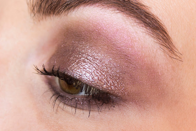 Кремовые тени Catrice Liquid Metal 050 Smart Mauve Кремовые тени Catrice Liquid Metal 050 Smart Mauve макияж