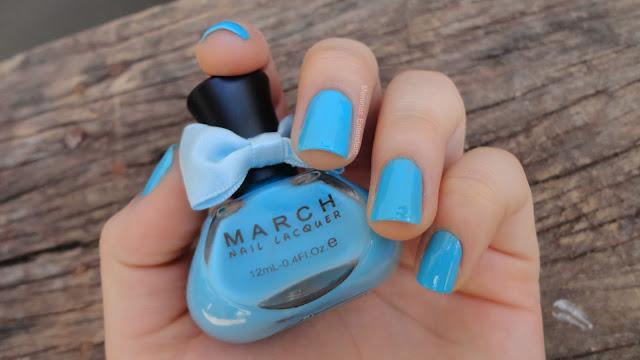 esmalte azul claro de lacinho