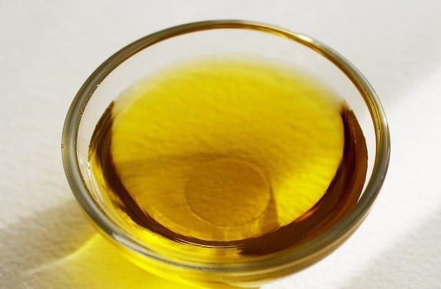 Minyak zaitun, minyak yang berkhasiat untuk kecantikan kulit dan wajah tapi juga bisa menghilangkan ketombe