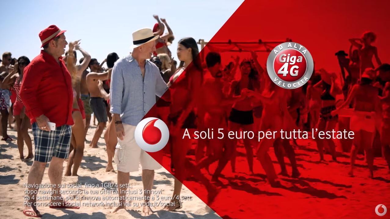 Canzone Pubblicità Vodafone Social Summer 5€ Bruce Willis sulla spiaggia