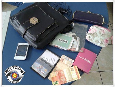 POLÍCIA MILITAR DE REGISTRO-SP PRENDE MOTOCICLISTA COM BOLSA FURTADA E RECUPERA PERTENCES