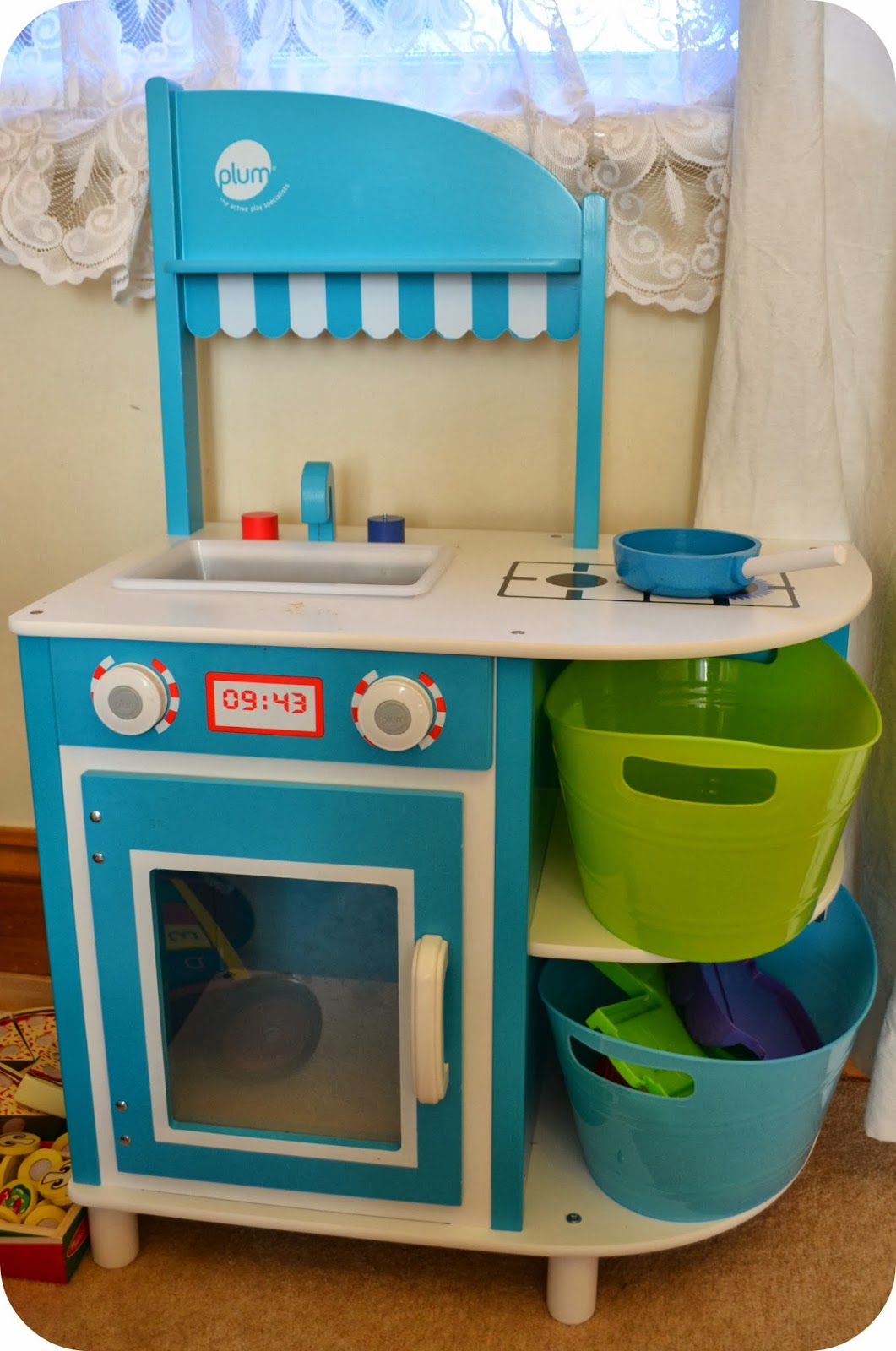 The Adventure of Parenthood: Plum Toy Kitchen Review