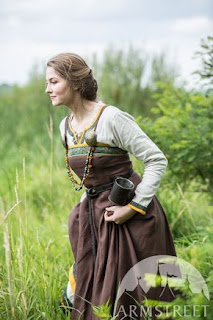 https://armstreet.com/store/medieval-clothing/viking-dress-and-apron-ingrid-the-hearthkeeper