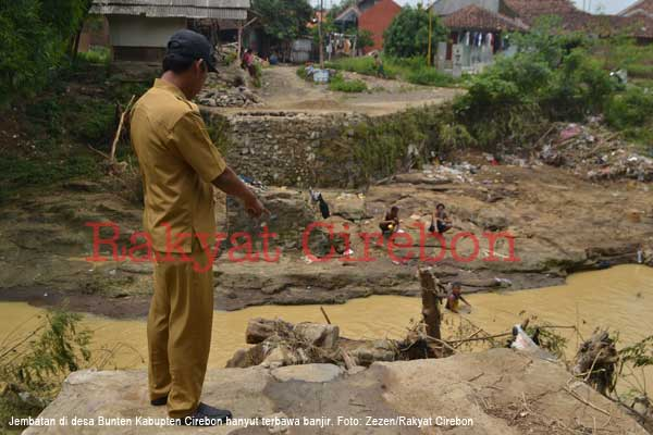 warga buntet cirebon berharap pemerintah bangun jembatan yang rusak