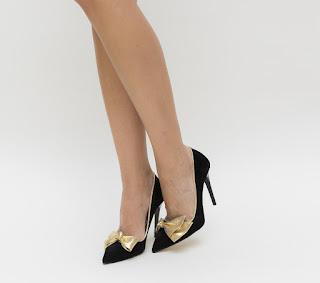 Pantofi negrii eleganti cu toc si fundita aurie