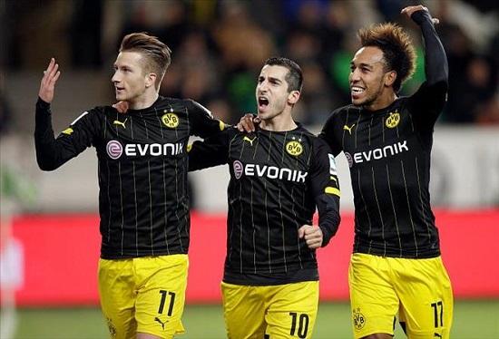 Bộ 3 tấn công mạnh mẽ Mkhitaryan – Aubameyang – Reus của Dortmund.