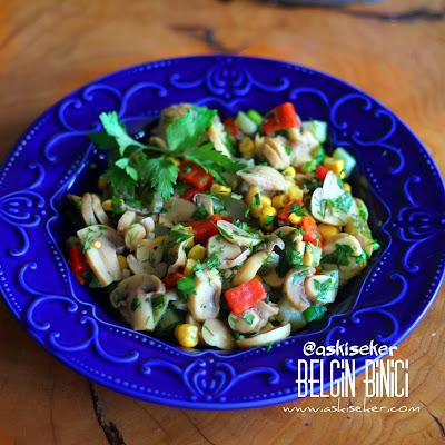 MANTAR SALATASI TARiFi nasıl yapılır kolay nefis değişik lezzetli salata meze tarifleri yapımı