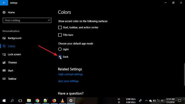 Pada bagian Choose your default app mode pilih Dark