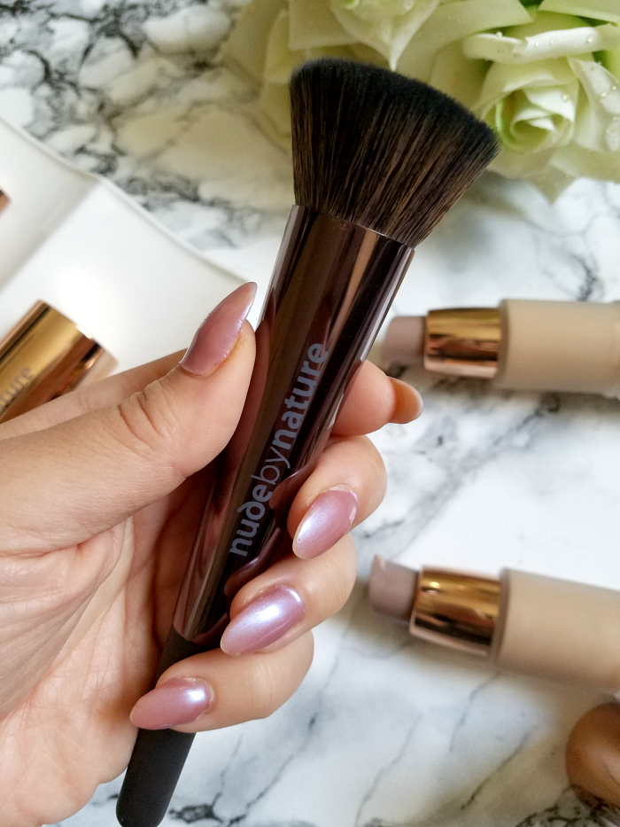 nude by nature - Buffing Brush - 25.00 Euro Review Madame Keke