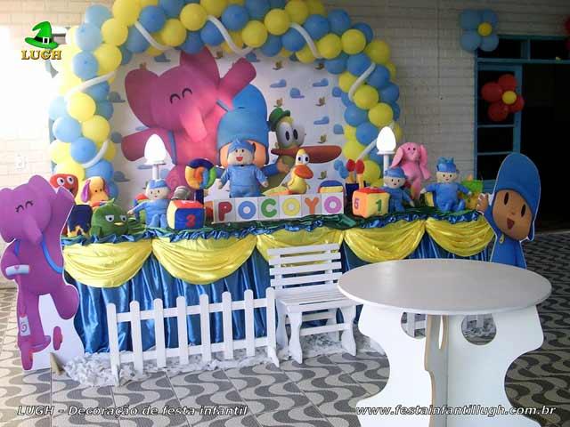 Decoração tema Pocoyo para festa de aniversário infantil - Mesa luxo forrada de tecido - pano
