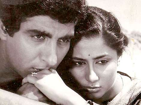 Raj Babbar Left His Wife Nadira For Smita Faced Lots Of Criticism From The Feminist Organisation Whom