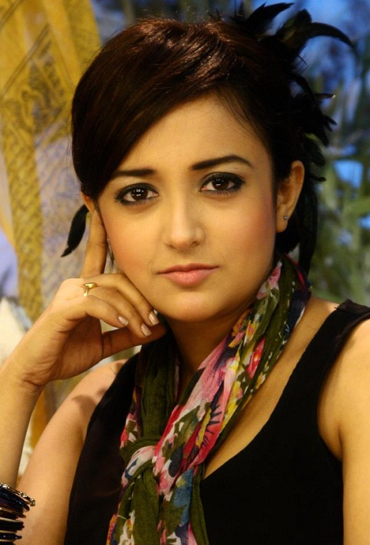 Playback Singer Monali Thakur's HD HQ Wallpapers | Hot News