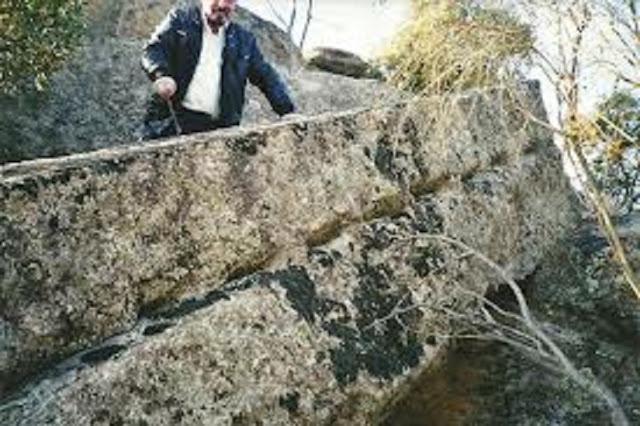 Gigantes metidos en rocas _Roca%2Bcon%2Bcodigo%2Bde%2Bbarras