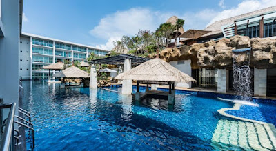 Pemandangan Kolam Renang Mantra Sakala Resort and Beach Club Dari Kamar