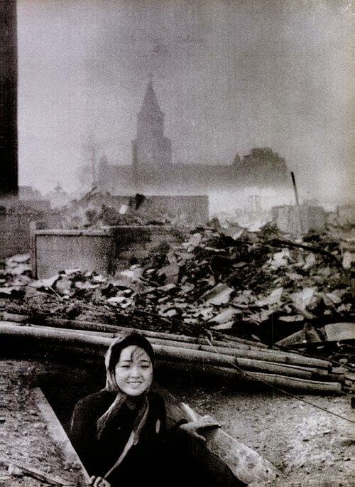 64 Historical Pictures you most likely haven't seen before. # 8 is a bit disturbing! - A woman survived in Nagasaki, 1945