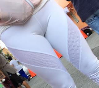 Mujeres leggins marcando todo