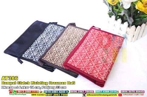 Dompet Clutch Risleting Ornamen Hati