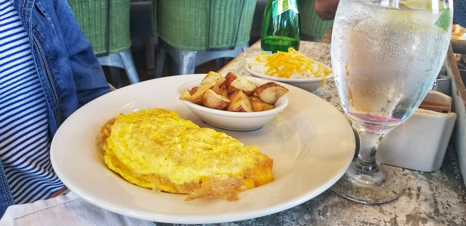 Omelette with Cheese and Potatoes at Huey's Southern Eats