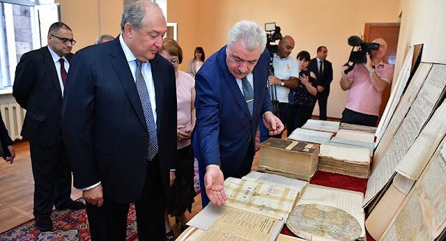 Sargsyan visitó los Archivos Nacionales de Armenia