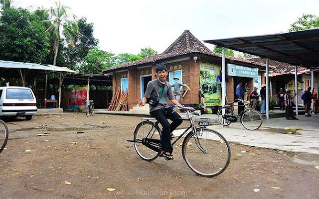 Bersepeda selama di Desa Wisata Kebonagung, Imogiri.