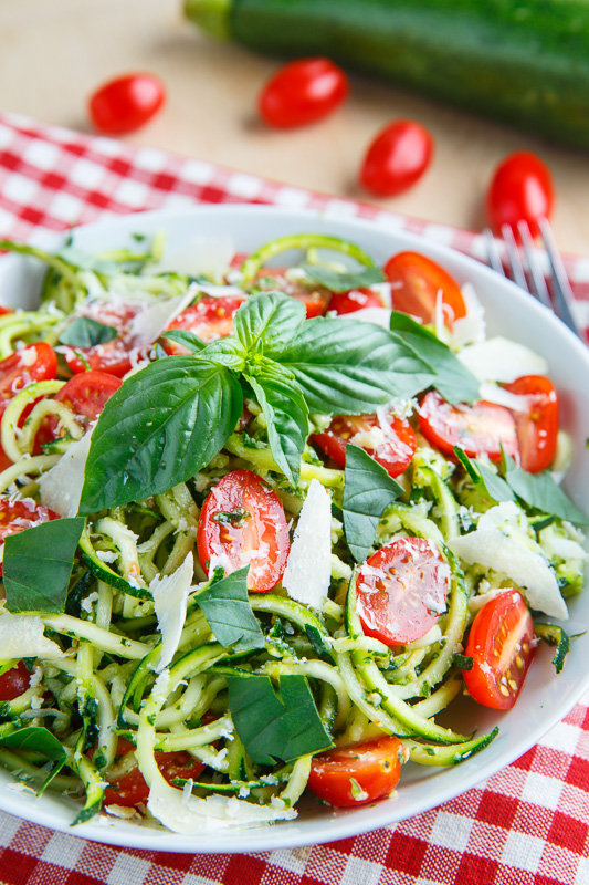 Pesto Zucchini Noodles with Roasted Tomatoes and Grilled Chicken – Low Carb