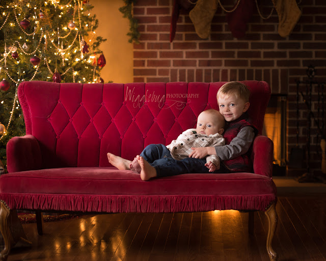 DeKalb IL and Sycamore IL indoor Christmas Mini session with real tree and red couch
