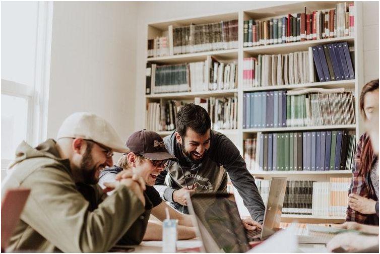 Cara Cerdas Memotivasi Karyawan untuk Tetap Semangat Bekerja