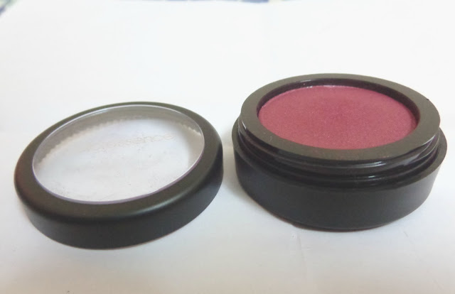 Coloressence Pearl Finish Eye Shades in Scarlet Red Review, Pictures and Swatches