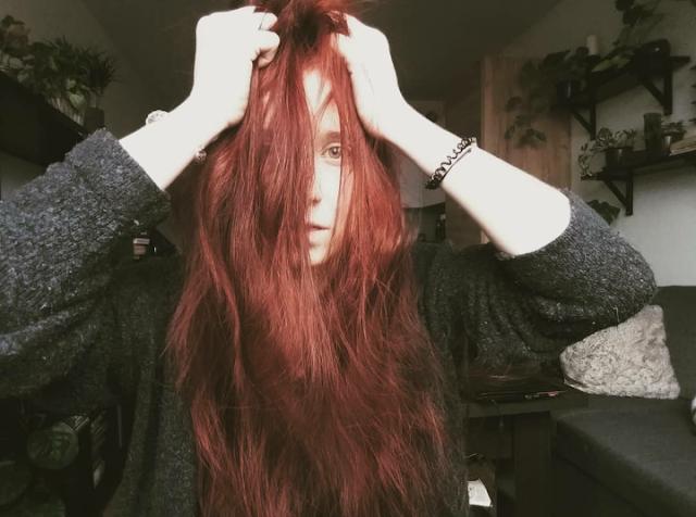 Jak zwiększyć objętość włosów? - sposoby, które realnie działają