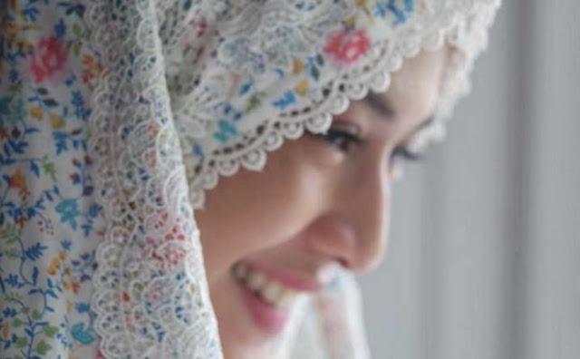 Kisah Dian Sastrowardoyo Masuk Islam