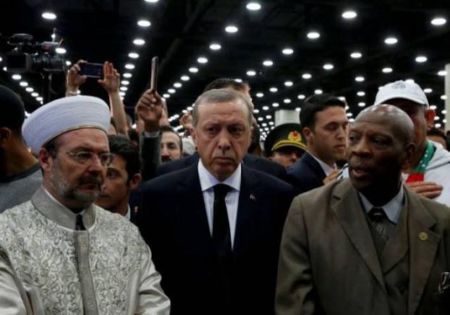 فيديو| لحظة إبعاد أردوغان عن تابوت محمد علي كلاي   وشجار حراسه مع الأمن الأمريكي