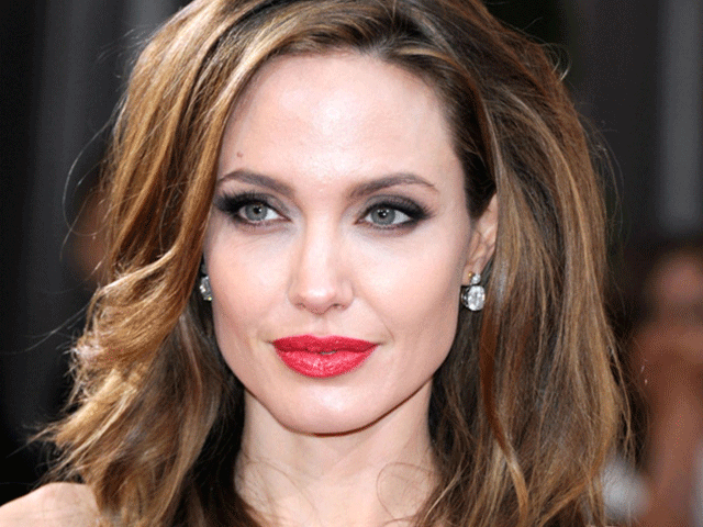 Strong jawline are considered masculine feature, but Angelina Jolie is looking great with hers.