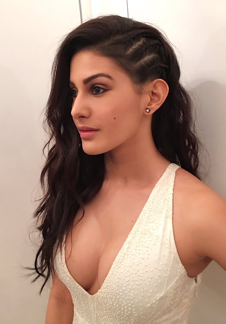 Amyra Dastur Latest Stills at Stardust Awards 2016