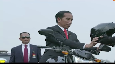Aksi Jokowi Naik Moge