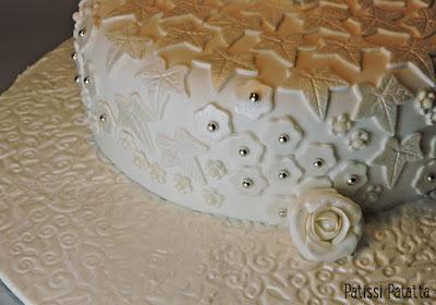 cake design, gâteau blanc et argent, gâteau feuilles et fleurs, gâteau nacré, pâte à sucre, gumpaste, patissi-patatta
