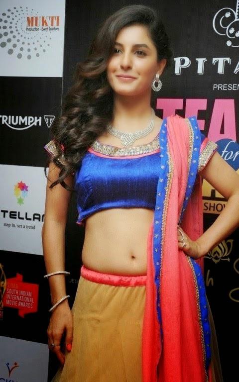 Malayalam Actress Isha Talwar Hot annuring naval showing Images collection