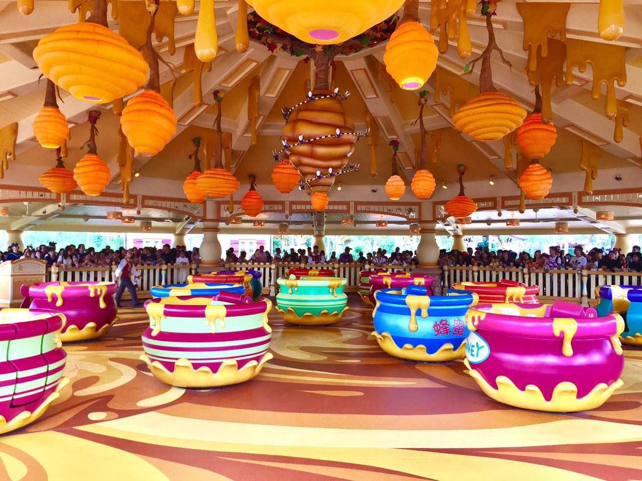 Shanghai Disneyland Winnie the Pooh