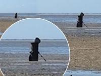 Sosok Hitam Ini Diklaim Sebagai 'Grim Reaper'