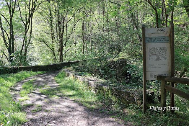 área recreativa y puente de la Escaderna, Ruta del Agua, Taramundi, Asturias