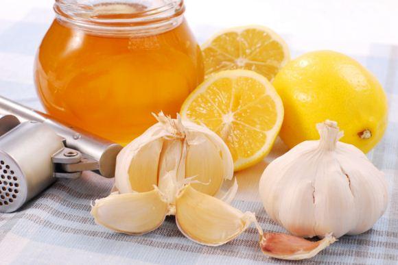 Bài thuốc trị ho cho trẻ bằng tỏi và mật ong mẹ nào cũng lên biết