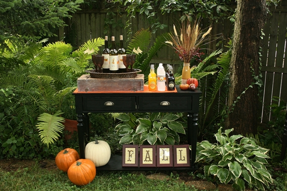 Fall Harvest Party for your Thanksgiving Celebrations - via BirdsParty.com